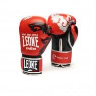 """Photo de Gant de boxe Leone 1947 \\""""Muay Thaï\\"""" Rouge pour Gant de Boxe GN031"""